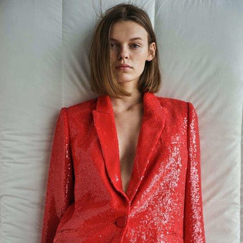 Estas dos chaquetas de lentejuelas de Zara podrían transformar por completo tus looks de fiesta