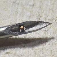 Este es el chip más pequeño del mundo: se inyecta con una jeringuilla y monitoriza los niveles de oxígeno en el cuerpo