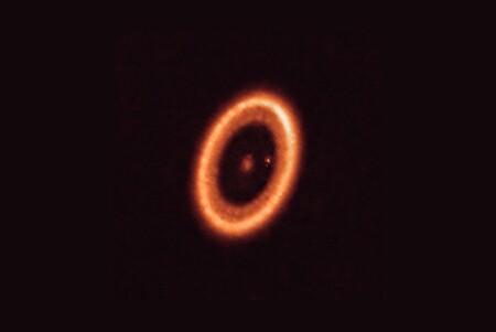 El momento en el que nace una luna: por primera vez en la historia hemos conseguido capturar el asombroso evento