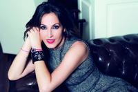 No es Miranda Kerr pero nos vale: Malú, otra que se pasa a promocionar a Swarovski