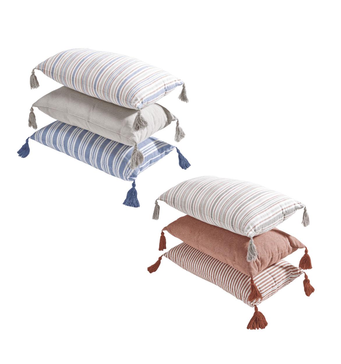 Cojín decorativo rectangular Funda: 100% algodón orgánico. Relleno: 100% poliéster. Tamaño: 50 x 30 cm. Desenfundable, cierre con cremallera. Disponible en diferentes diseños.