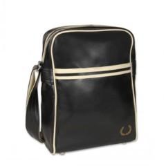 Foto 1 de 9 de la galería bandoleras-y-bolsos-para-comprar-en-estas-rebajas en Trendencias Hombre