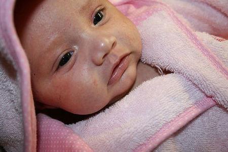 Cuidados del recién nacido  el baño tras la caída del cordón b4c49cd70001