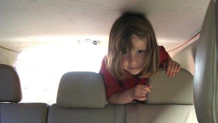 Viajar en coche con niños: evitando el mareo