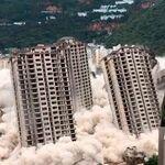 En China todo es a lo grande, también sus demoliciones: así caen 15 rascacielos en 20 segundos en Kunmíng