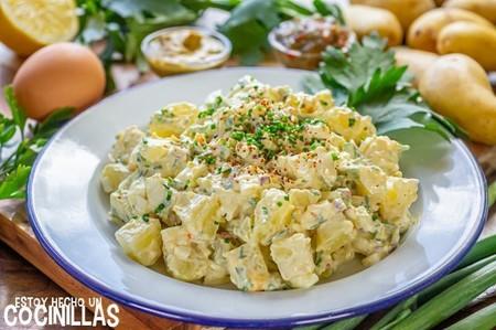 Ensalada De Patata Americana Con Huevo Apio Mayonesa