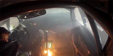 Ken Block lucha por la victoria con el coche en llamas