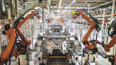La crisis de microchips estrangula la fabricación de coches en España en 2021