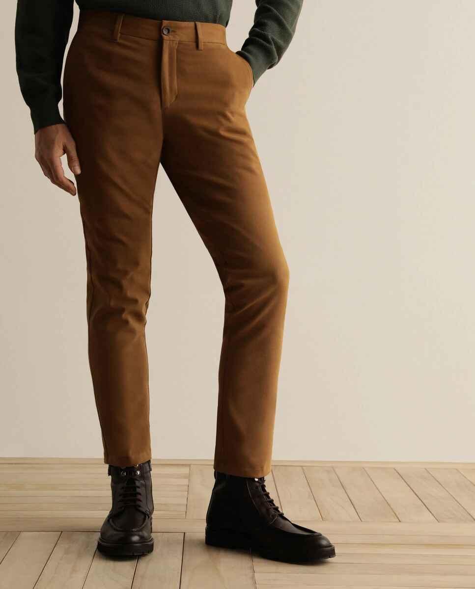 Chino de la colección Black de hombre custom marrón