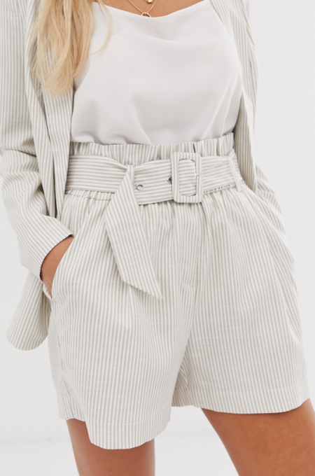 Pantalones cortos paperbag de lino a rayas de Vero Moda