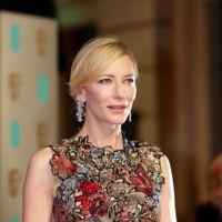 Los Premios BAFTA 2016: de claro, de oscuro o de color lucharon contra el frío