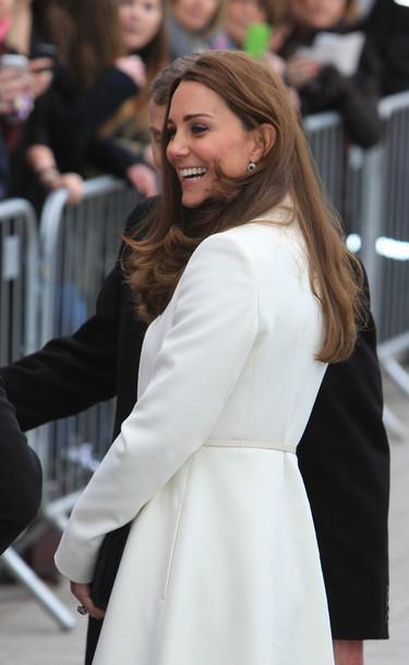 El embarazo se viste de blanco con Kate Middleton (y nos encanta)