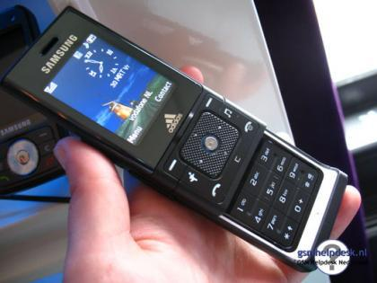 Samsung F110, edición especial Adidas
