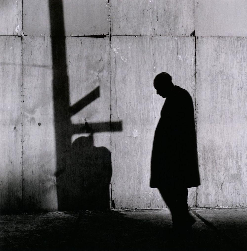 Yasuhiro Ishimoto, el fotógrafo cronista de las calles de Chicago y Tokio
