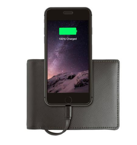 Si eres de llevar billetera, Nomad tiene la solución para que no te quedes a medias con la batería de tu iPhone