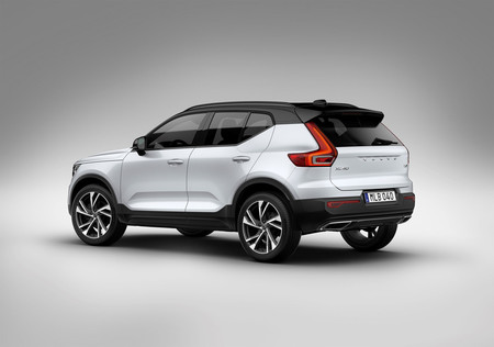 Volvo XC40 lateral trasera