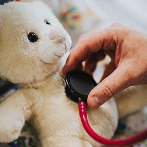 Logran extirpar a un niño de tres años un tumor en el pulmón con una mínima cirugía videoasistida