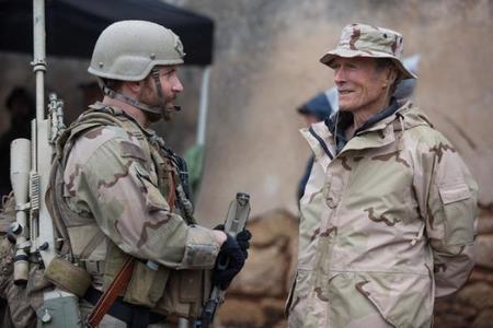 Bradley Cooper y Clint Eastwood durante el rodaje