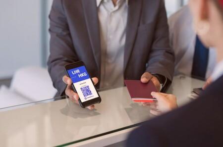 """Para viajar en 2021 vas a necesitar un """"pasaporte"""" de vacunación: se trabaja en apps que muestren que estás vacunado contra COVID-19"""