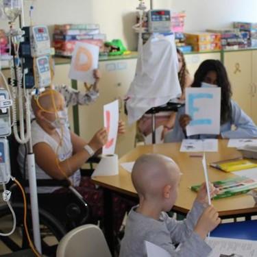 El 'Aula Hospitalaria', una iniciativa que cumple con el derecho de los niños hospitalizados a seguir formándose y aprendiendo