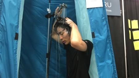 Hotaru: la ducha portátil que sólo necesita 23 litros de agua cada dos semanas