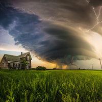 Esta espectacular foto de un tornado se ha vuelto viral porque los cazadores de tormentas denuncian que es un montaje