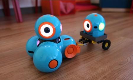 Los pequeños robots Dot y Dash plantean una opción para que los niños aprendan a programar