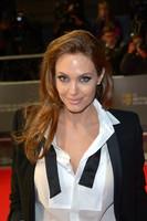Angelina Jolie rompe las reglas de la alfombra roja de los premios BAFTA 2014
