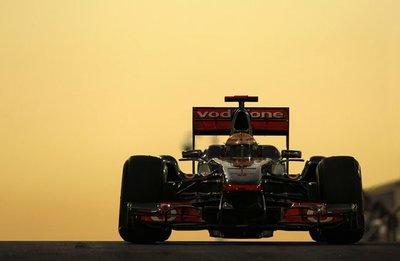 McLaren domina el viernes en Yas Marina