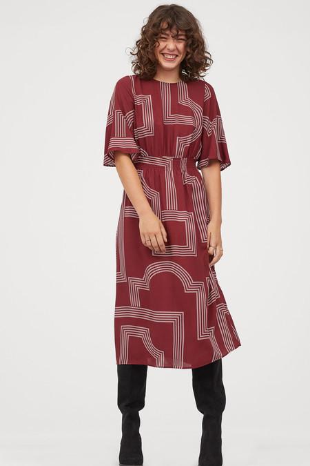 H&M tiene los vestidos perfectos para lucir durante el entretiempo