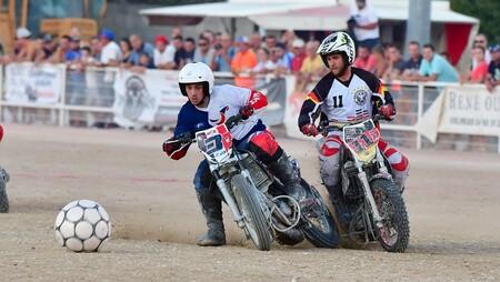 Olvida la Eurocopa y pásate al MotoBall: partidos de fútbol con motos de motocross para el mejor deporte de la historia