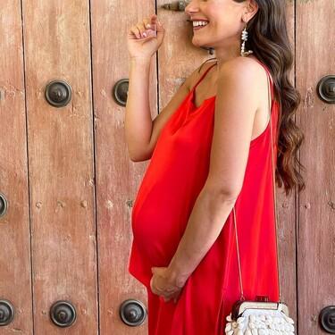 11 vestidos de invitada en clave low cost para futuras mamás que no renuncian a su estilo
