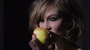 """Karlie Kloss es la """"asesina"""" de Tamara Mellon en su debut paralelo a Jimmy Choo"""