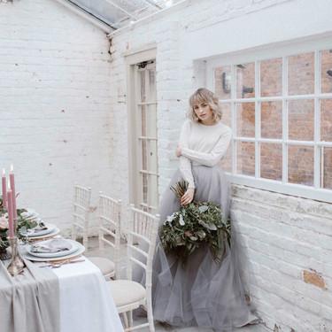 Ocho formas de llevar vestido de novia de manga larga si te casas en invierno y no quieres pasar frío