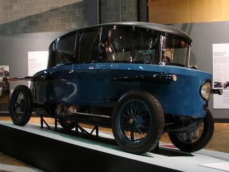 800px-rumpler_tropfenwagen.jpg
