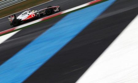 GP de Corea F1 2011: Lewis Hamilton y McLaren vuelan sobre mojado