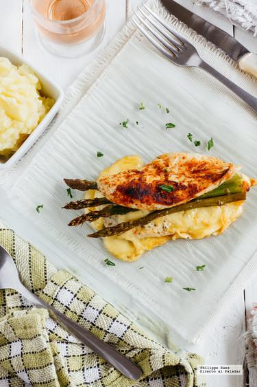 Pechugas de pollo rellenas de espárragos y queso. Receta fácil y deliciosa