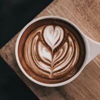 Si tu padre es un enamorado del café agradecerá este regalazo en su día: la cafetera súperautomática De'Longhi rebajada en Amazon