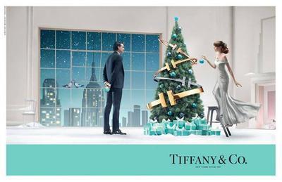 Tiffany & Co. nos presenta árboles de Navidad decorados con los brazaletes de la colección Tiffany T