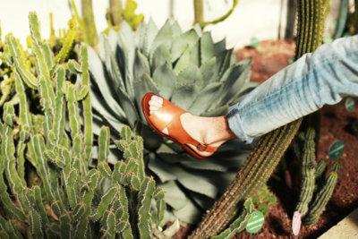 ¿Te atreves a combinar sandalias con pantalón largo esta primavera?