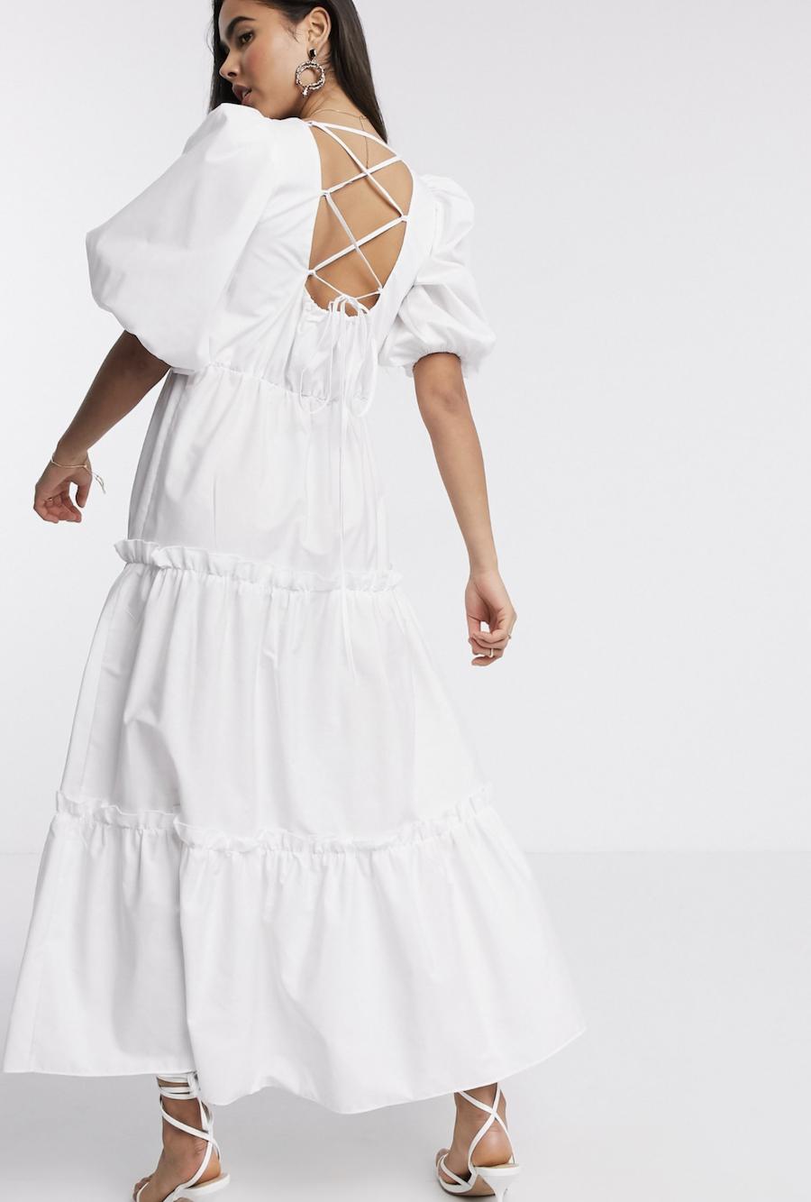 Vestido largo en blanco en diseño escalonado de popelina de River Island