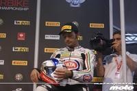 A Sylvain Guintoli lo echan del Fixi Crescent Suzuki antes de empezar... pero con razón