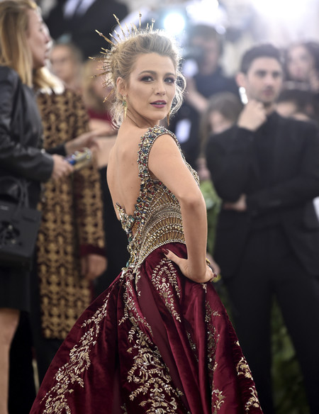 Gala MET 2018: Blake Lively impresiona con el vestido más elaborado de la alfombra roja