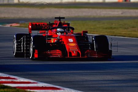 Sebastian Vettel se pone al frente de la Fórmula 1 en un penúltimo día de test desastroso para Mercedes