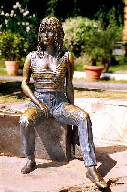 La escultura de Brigitte Bardot en Búzios (Brasil)
