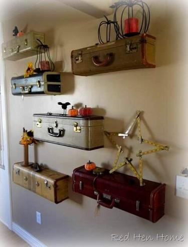 ¿Una buena idea?: maletas antiguas cortadas, convertidas en estantes