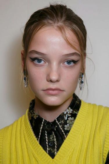 Roos Abels desfila con 14 años para Prada, ¿dónde está el límite?
