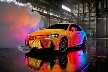 El nuevo Lexus IS se prende con 41,999 luces LED para darnos todo un espectáculo