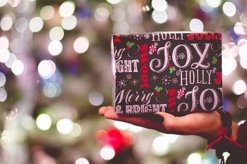39 regalos divertidos para el amigo invisible o para navidad por menos de 15 euros