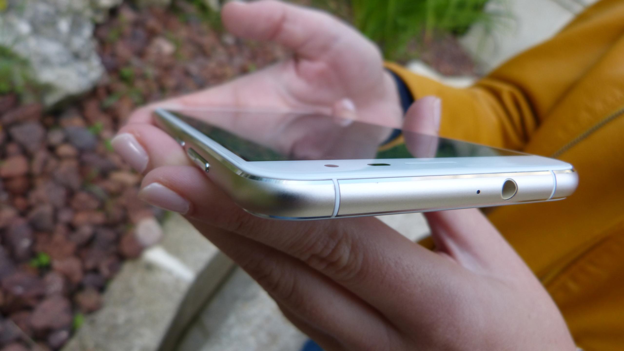 Foto de ASUS Zenfone 3 (ZE552KL), diseño (25/29)